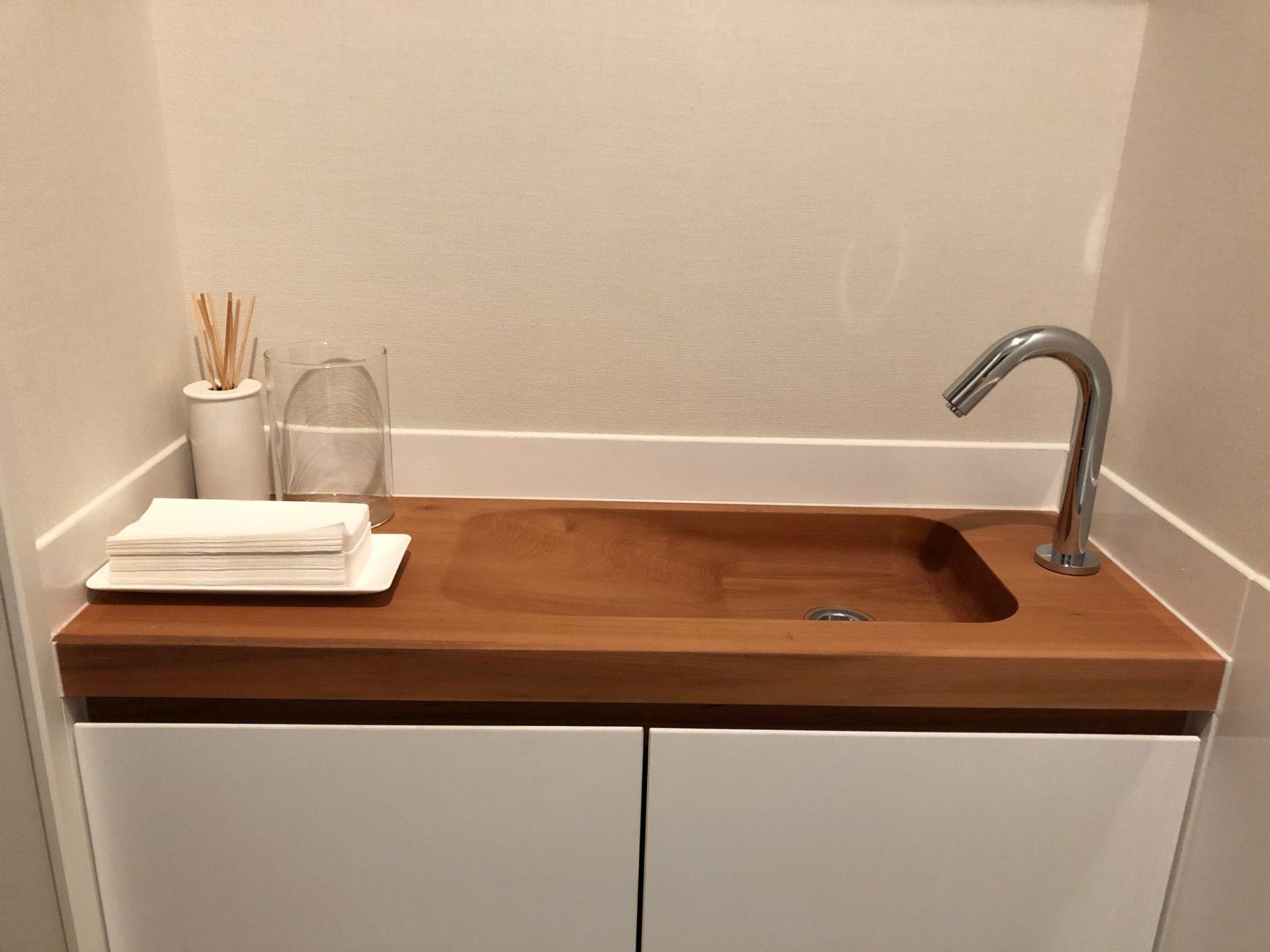 トイレで使う木製の手洗いボウル